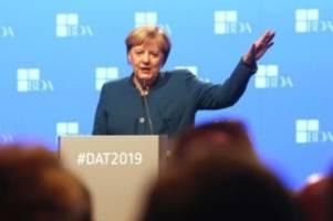 Mehr Entlastungen für Firmen?: Merkel sieht Handlungsbedarf bei Unternehmenssteuern