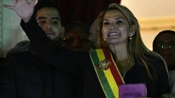 Oppositionspolitikerin Añez ernennt sich in Bolivien zur Übergangspräsidentin
