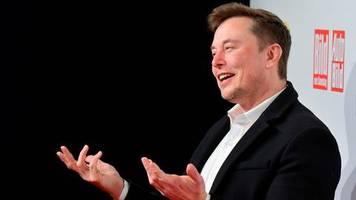 Preisverleihung in Berlin: Tesla-Chef Elon Musk verkündet Pläne für neue Gigafactory und überrascht alle