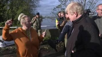 Du hast dir Zeit gelassen: Boris Johnson besucht Überschwemmungsgebiet – und muss sich einiges anhören