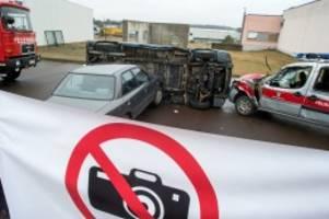 Gesetzentwurf: Gaffer-Fotos von Unfall-Toten: Kabinett will härtere Strafen