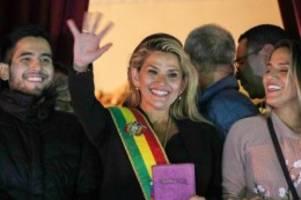 Senatorin Jeanine Añez: Oppositionelle erklärt sich zur Präsidentin von Bolivien