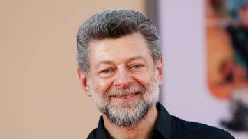 the batman: andy serkis spielt butler alfred