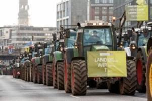 Umweltministerkonferenz: Bauernprotest: 4000 Trecker legen Hamburg lahm