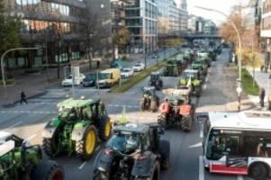 umwelt: bauern-protest mit treckern zur umweltministerkonferenz