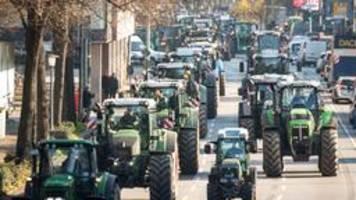 demo gegen umweltminister: tausende trecker in hamburg