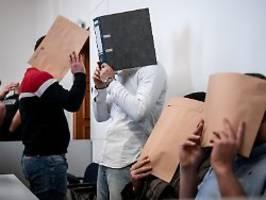 Opfer vor Disco angesprochen: Prozess um Gruppenvergewaltigung startet