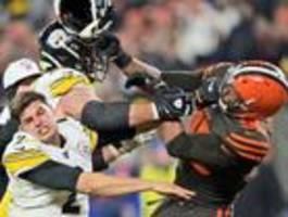 Browns-Profi schlägt Steelers-Quarterback mit Helm
