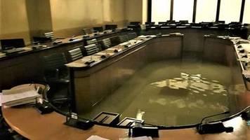 Überflutungen: Venedig: Regionalrat stimmt gegen Klimaschutz – Minuten später steht der Sitzungssaal unter Wasser