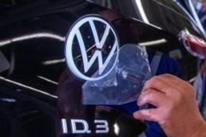 Fabriken transformieren: VW steckt weitere Milliarden in E-Autos und Digitalisierung