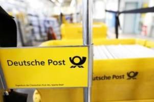 feuer: brand in postverteilzentrum – wohl auch briefe verbrannt