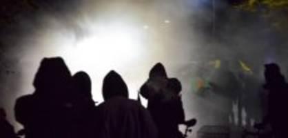 rojava-kundgebung in bern: kapo setzt wasserwerfer gegen demonstranten ein