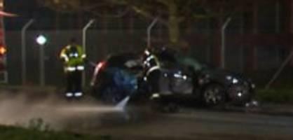 mels sg : panzer prallt in auto - frau wird schwer verletzt
