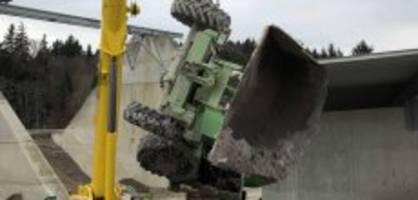 tödlicher unfall in lütisburg : mann (57) wird von dumper erdrückt