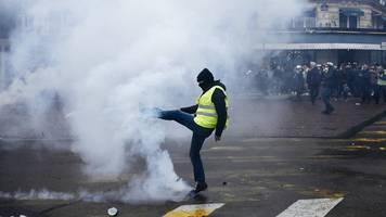 Sorge vor Ausschreitungen - Jahrestag der Proteste: Gelbwesten demonstrieren in Paris