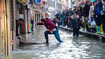 Überschwemmtes venedig hofft auf notre-dame-effekt