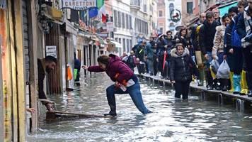 Keine Entspannung: Venedig rüstet sich für neue Hochwasser