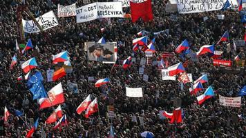 tschechien: hunderttausende fordern rücktritt von ministerpräsident andrej babis