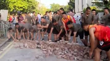 Proteste in Hongkong: Chinesische Soldaten räumen auf – in Shorts und T-Shirts
