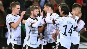 Nationalmannschaft: Vor trauriger Kulisse: Deutschland qualifiziert sich für EM
