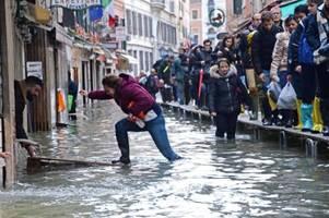 Venedig rüstet sich für neue Hochwasser