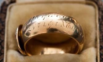 Kunst-Detektiv spürt gestohlenen Ring von Oscar Wilde auf