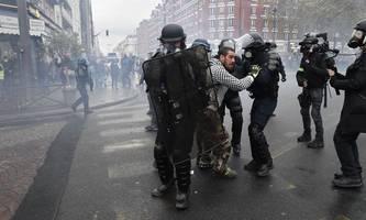 Polizei setzt Tränengas bei Gelbwesten-Protesten in Paris ein