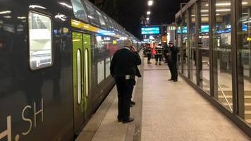 hamburg-dammtor: betrunkener 21-jähriger schläft auf gleis und wird von zug überrollt - dann schreitet der schutzengel ein