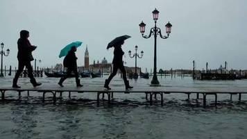 Video: Erneut Hochwasser in Venedig