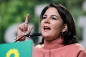 Grünen-Parteitag in Bielefeld: Baerbock warnt Grüne vor unrealistischen Forderungen
