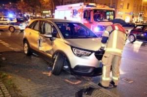 Unfall: Verdacht auf illegales Rennen: Raser-Unfall in Kreuzberg