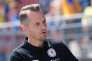 Fußball: Laut Medien: Braunschweig trennt sich von Trainer Flüthmann