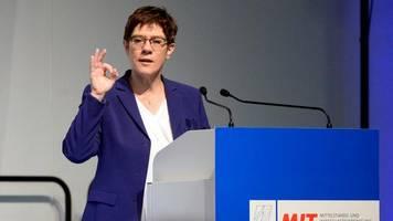Bundesregierung: Kramp-Karrenbauer will Koalitionsvertrag nicht neu verhandeln