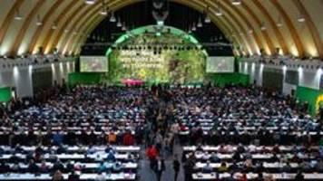 Parteitag in Bielefeld: Grüne debattieren über Klima und Wirtschaft