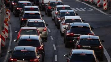 geduldsprobe für autofahrer: mehr als 400 kilometer stau