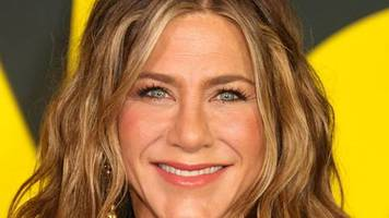 Jennifer Aniston: 20 Millionen Follower: Tränchen-Clip!