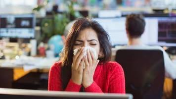 Erkältung und Grippe: Gesicht nicht mit der Hand berühren: So kommen Sie gesund durch den Winter - ein Arzt gibt Tipps