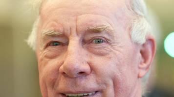 Mit der Bahn zur Eintracht: Trainer Dietrich Weise wird 85 - Immer noch mittendrin