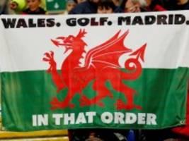 Provokation gegen Real Madrid: Bale feiert mit Fahne: Wales. Golf. Madrid. In dieser Reihenfolge