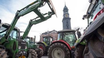 tausende traktoren zur agrardemo: verkehrsprobleme im norden