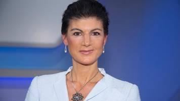 sahra wagenknecht gilt erstmals als beliebteste deutsche politikerin
