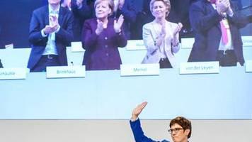 Analyse: Volles Risiko: Kramp-Karrenbauer stellt die Machtfrage