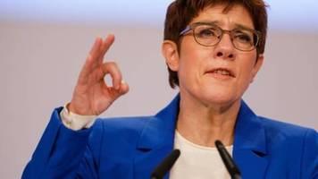 Kramp-Karrenbauer bietet Rückzug vom Parteivorsitz an