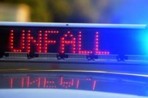 Unfälle: Drei Menschen bei Autounfall auf der A215 verletzt