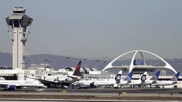 Notlandung in Los Angeles - Flammen aus Triebwerk: Passagierjet kehrt um