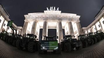 Demo mit 5000 Traktoren: Treckerstau in Berlin - Bauern-Protest gegen Agrarpolitik