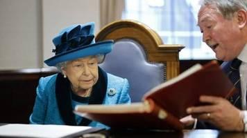 Queen Elizabeth II.: Ist sie zu alt, um ihre Familie zu führen?