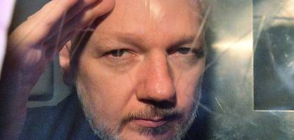ein besuch bei julian assange im gefängnis