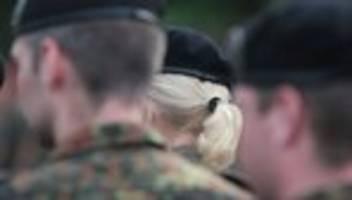 bundeswehr: soldat klagt gegen entlassung wegen handschlagverweigerung