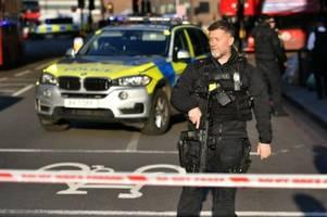 Verletzte und ein Toter nach Messerangriff - Polizei spricht von einem Terrorangriff